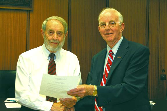 De Hart receives Designation of Honor