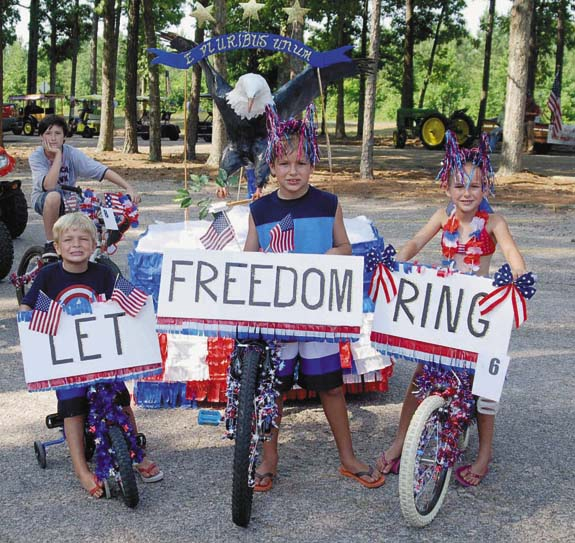 Celebrating the Fourth of July at Lake Royale (pics, 2)