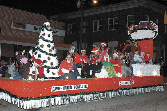 Franklinton lights up the night with their Christmas Parade, pics 1