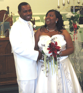 <i>Tenisha Wilkins, Rashaad Thomas wed in church rites</i>