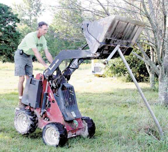 <i>UW volunteers spread 'blessings' across county</i>