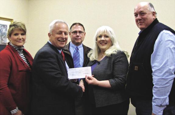 <i>County United Way awarded CoBank $5,000 matching grant</i>